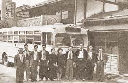昭和27年当時の本社と従業員
